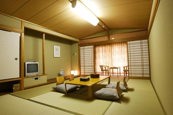 夕日側和室11畳タイプ
