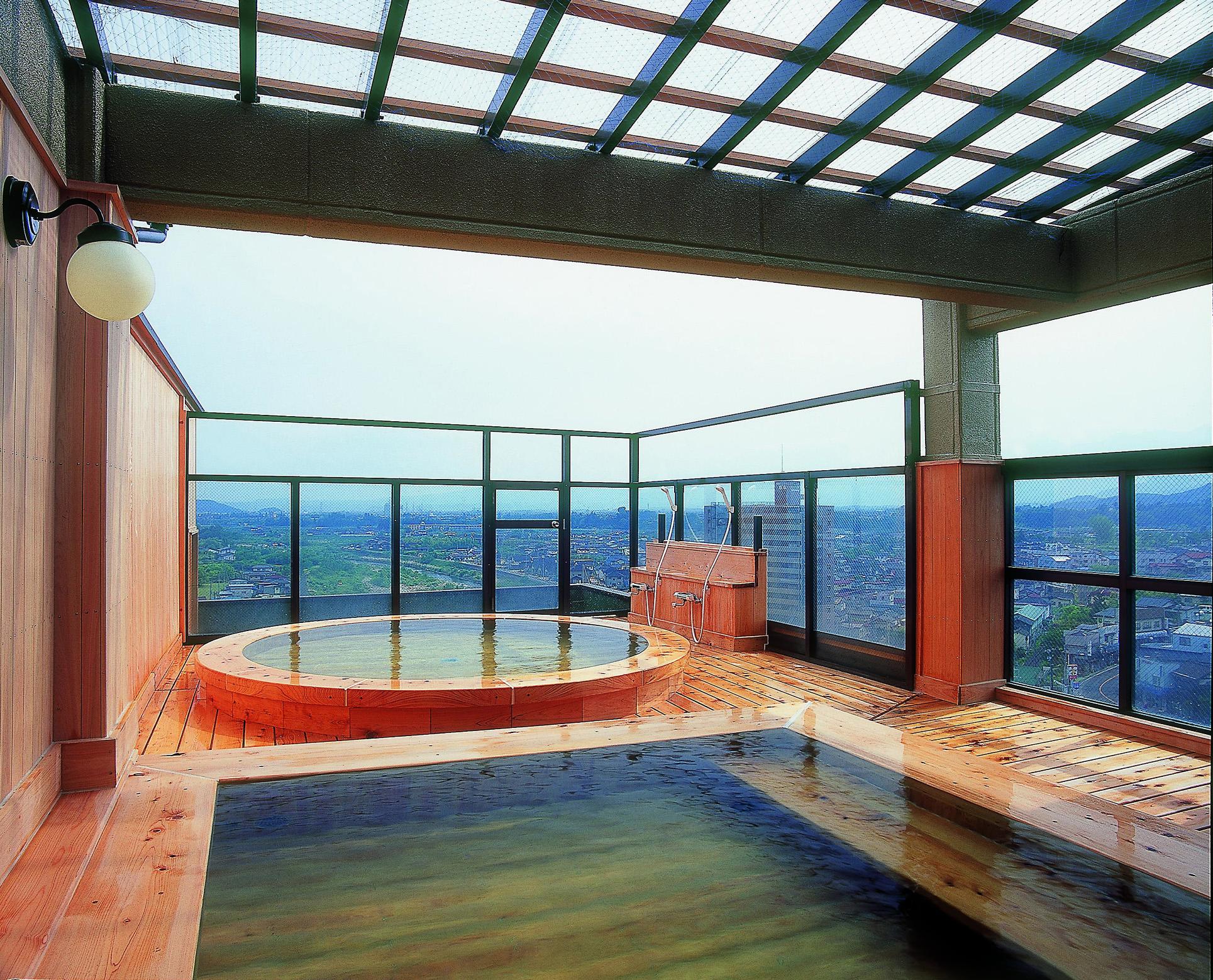 飯坂唯一の展望風呂が大人気!