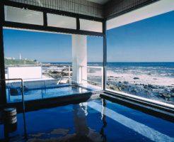 太平洋の大海原を望む大浴場