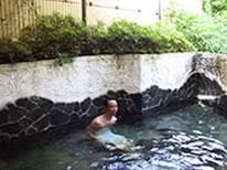 緑にかこまれた露天風呂