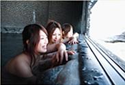 北アルプスを眺める展望岩風呂