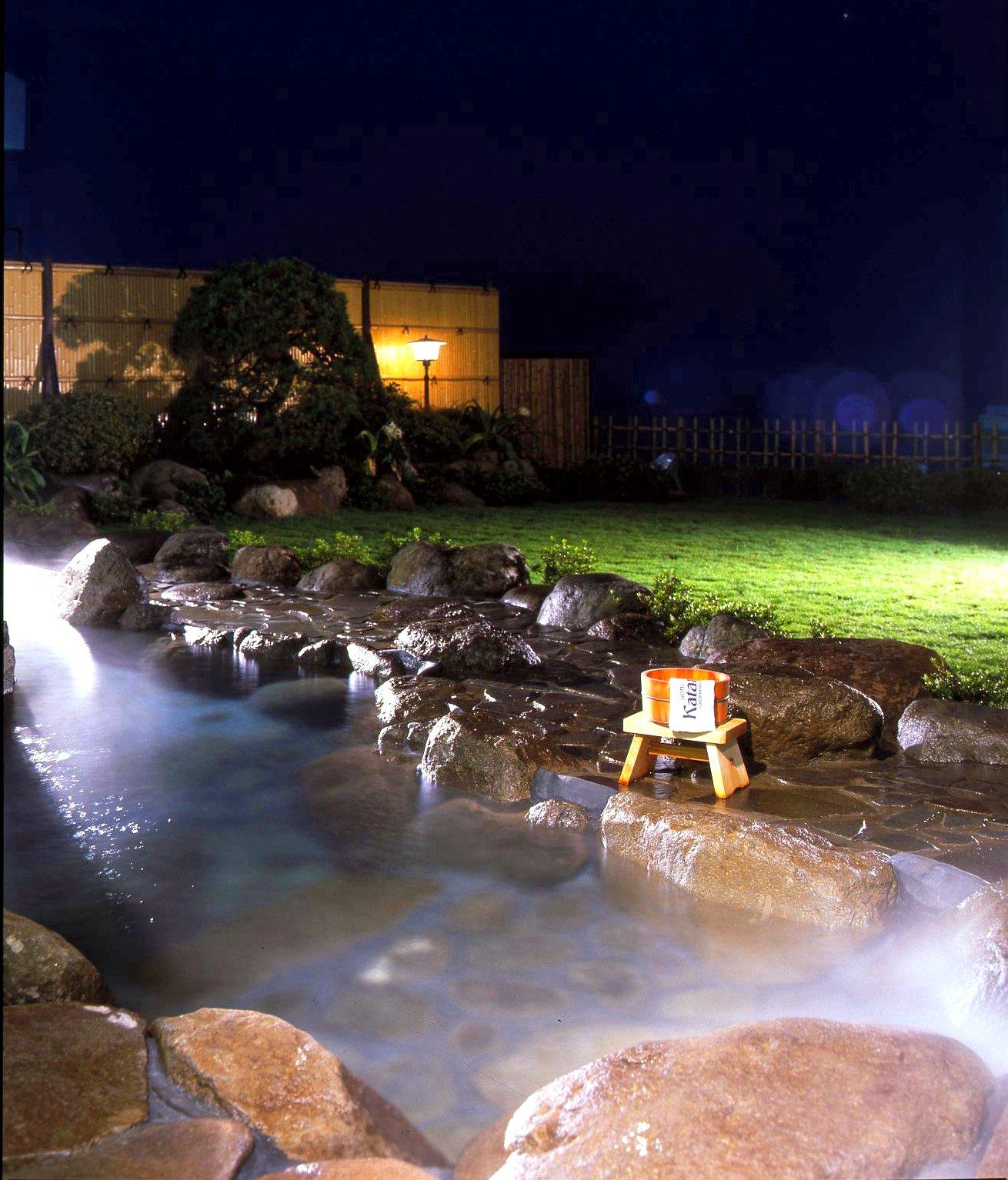 内風呂とサウナ付きの露天風呂