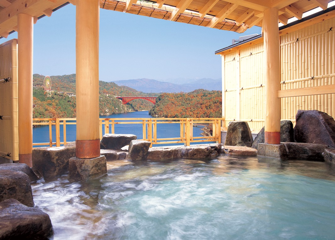 恵那峡が見渡せる「奥戸の湯」
