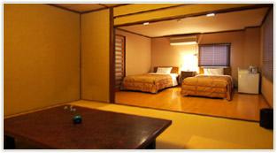 お休みはベッドで・和モダン客室
