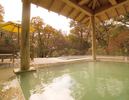 四季折々の景色を望む露天風呂