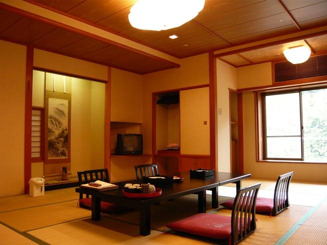 落ち着いた広い和室