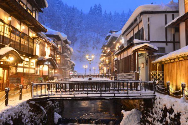 冬の銀山温泉(山形)