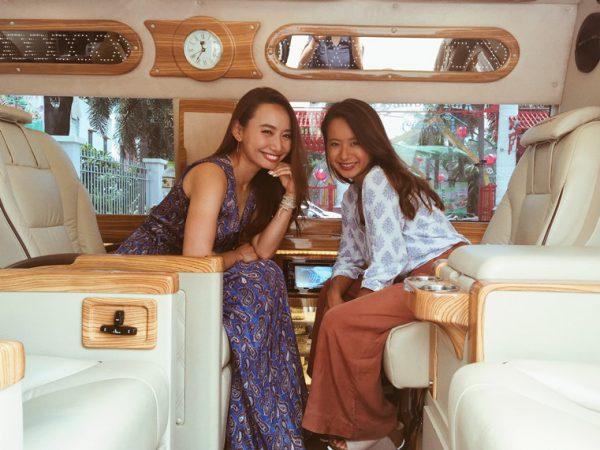 豪華なチャーターバスで自由な旅を楽しむ