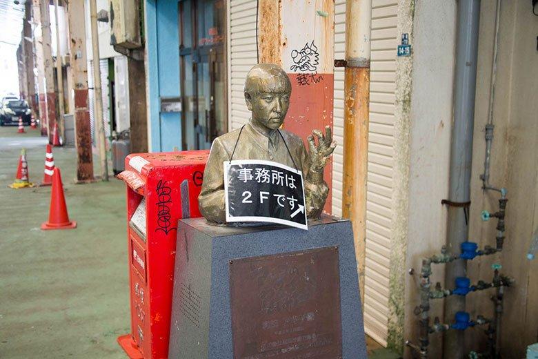 銀天街の和田アキ子像