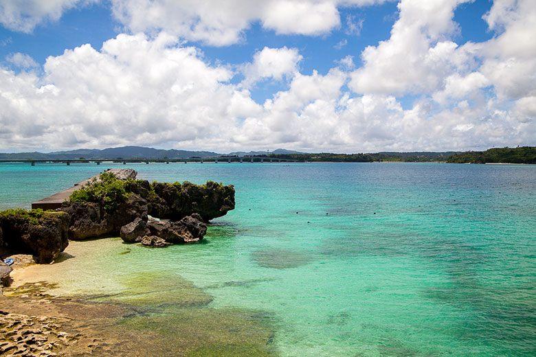 沖縄の青い海!