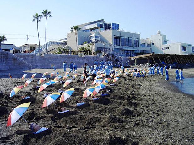 波打ち際の砂風呂体験