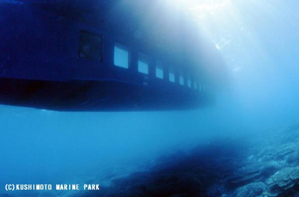 串本海中公園センターの半潜水艇