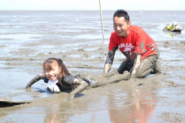 泥んこ体験プログラムがいろいろ用意されている