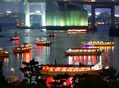 東京観光のハイライトに屋形船