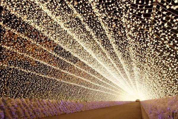 なばなの里イルミネーション200mの光のトンネル