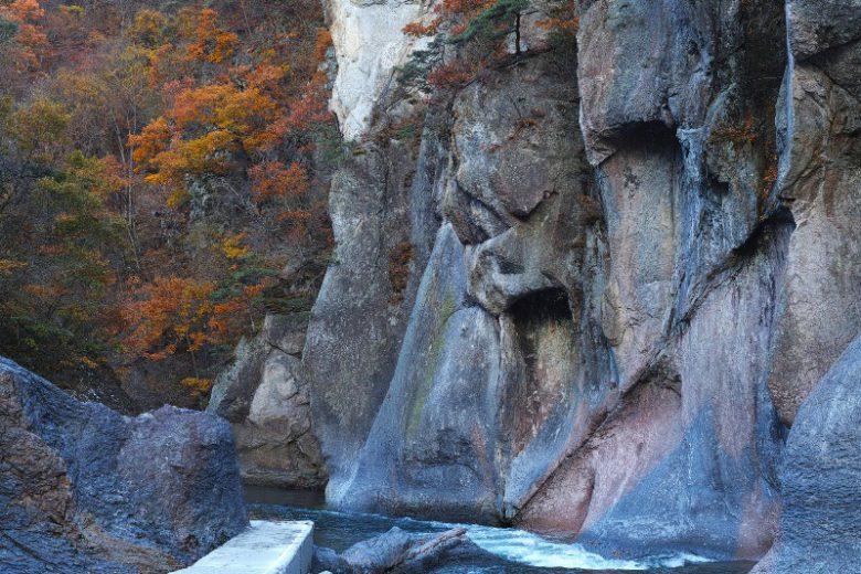 吹割の滝・般若岩