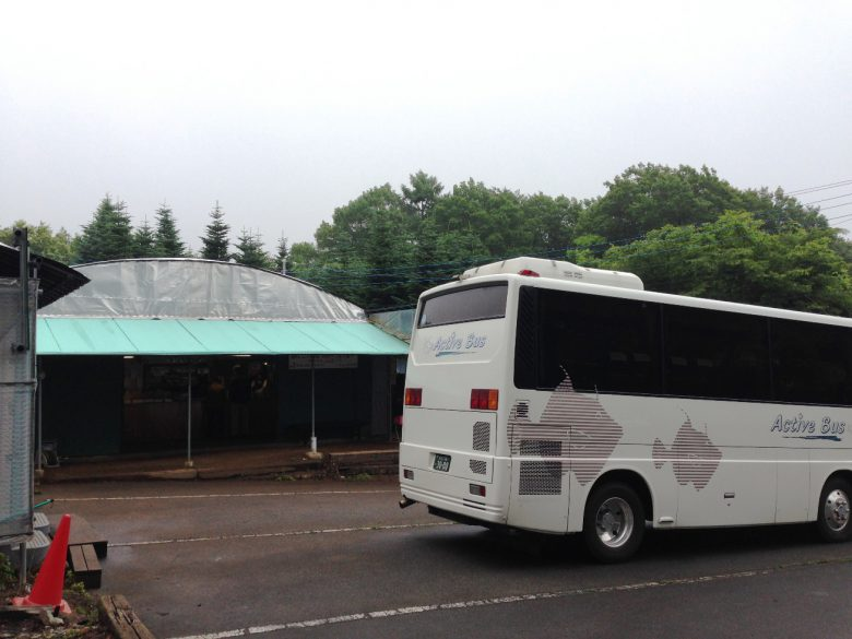 岩原果樹園・バス駐車場