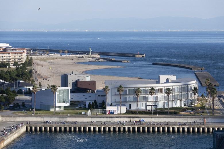 明石海峡大橋からのアジュール舞子と舞子浜