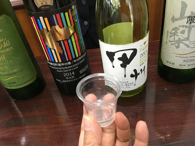 ワイナリーでおいしいワイン飲み比べ