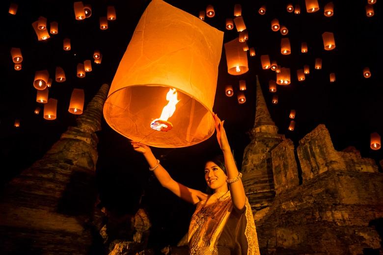タイのコムローイ祭り