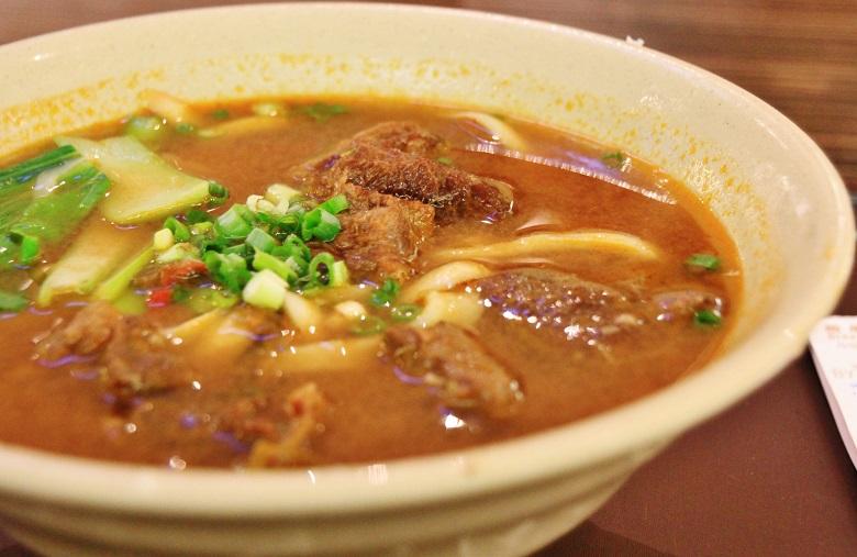 牛肉麺(ぎゅうにくめん、ニョウロウミェン)
