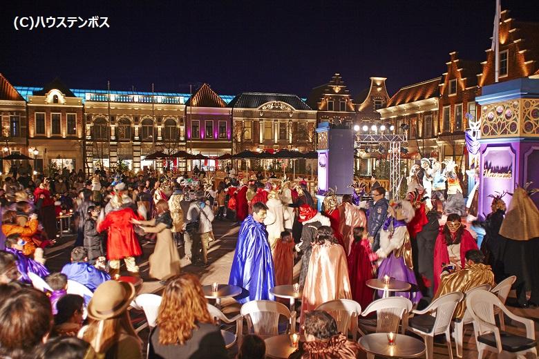 アムステルダム広場の仮面舞踏会パーティー