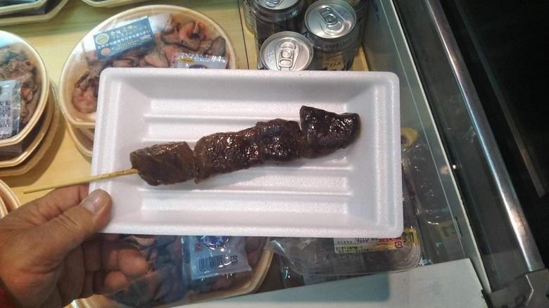 精肉店「黒門牛兆」の串焼き牛肉