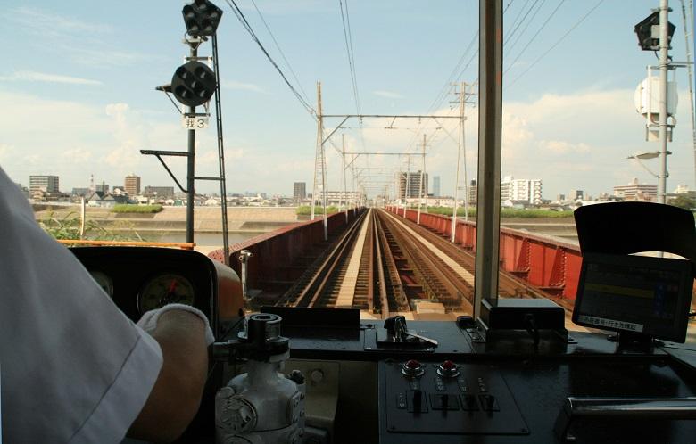 大和川を渡る路面電車