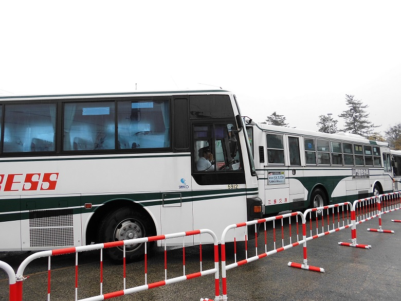 内宮に到着したバス
