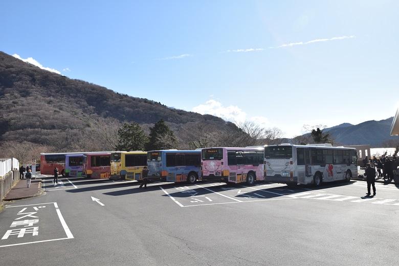 ラッピングバスが大集結