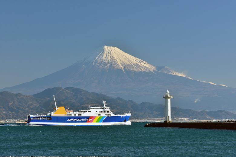 駿河湾フェリーと富士山