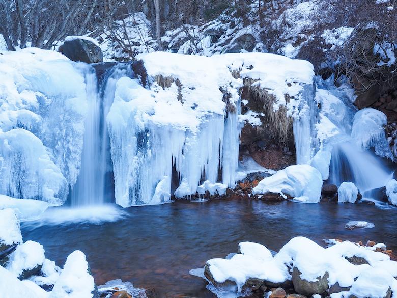 横谷渓谷の氷瀑