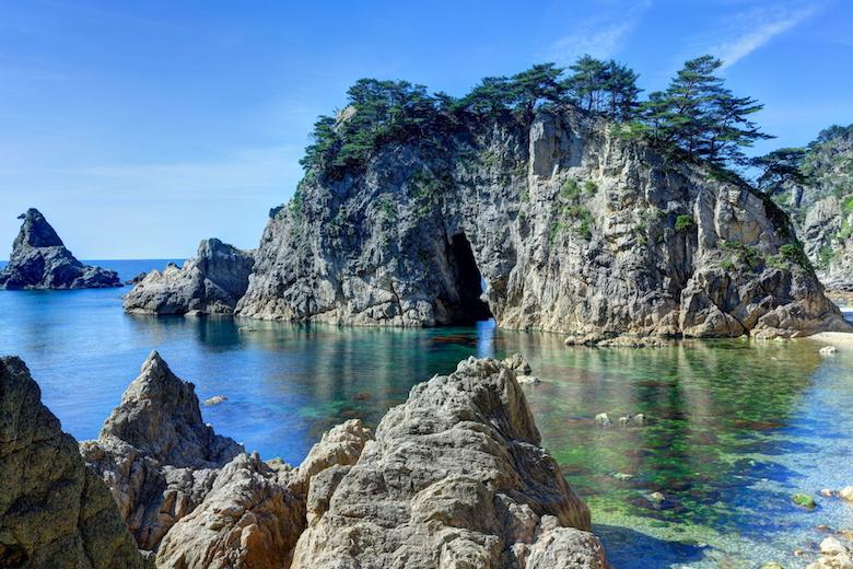 笹川流れのメガネ岩