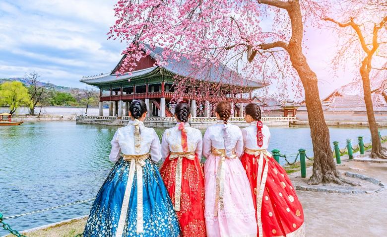 チマチョゴリを着て景福宮観光は人気のアクティビティ