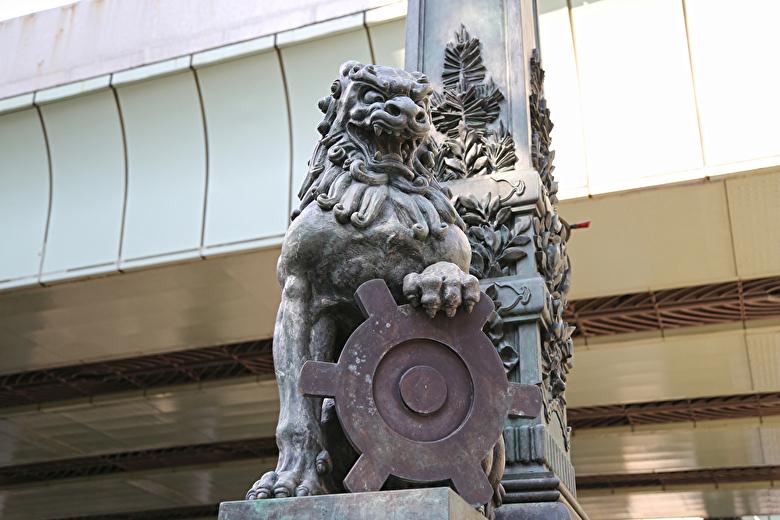 日本橋と獅子像