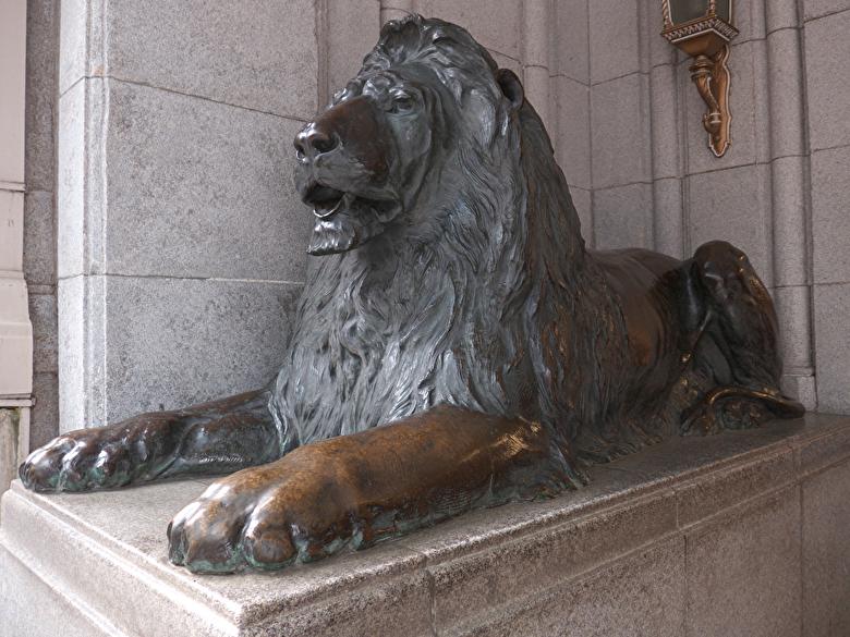 三越本店ライオン像