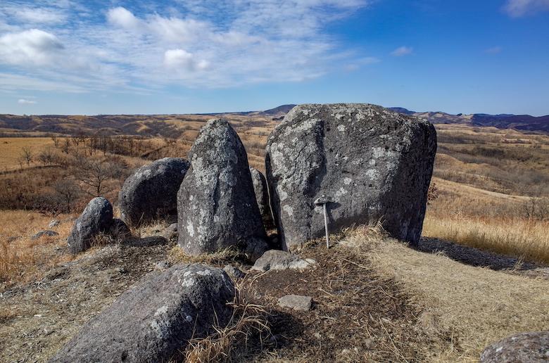押戸石の丘 挟み石