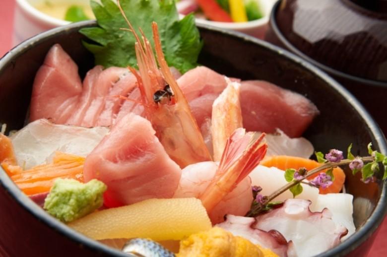 松島さかな市場や塩釜水産物仲卸市場で海鮮丼