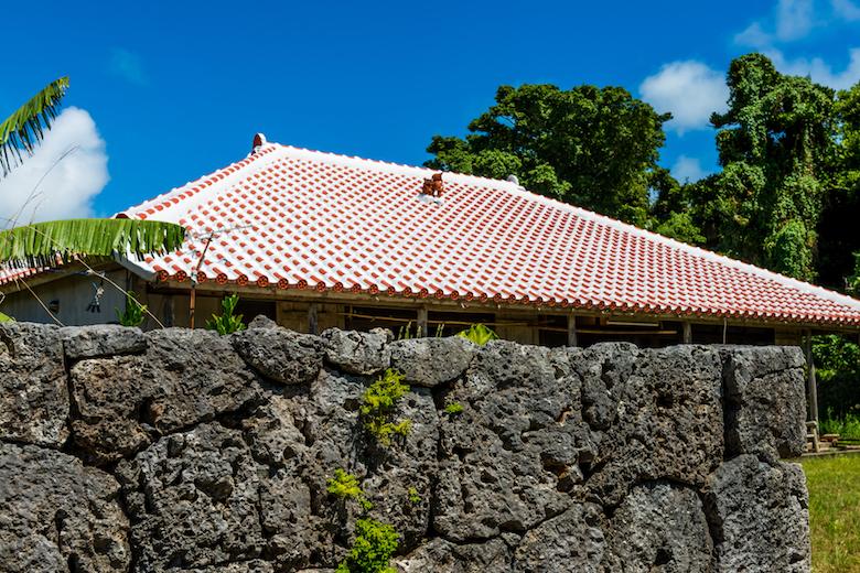 赤瓦の屋根