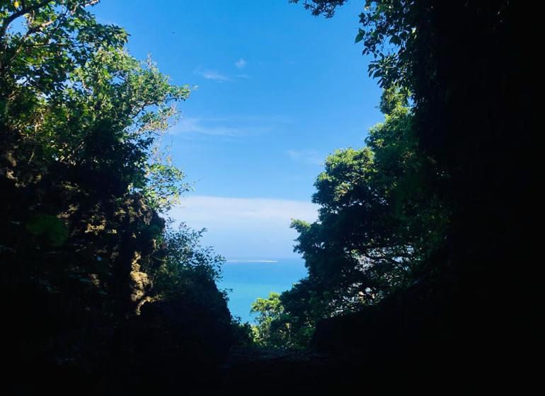 島一帯がパワースポットとして知られる久高島を望めます