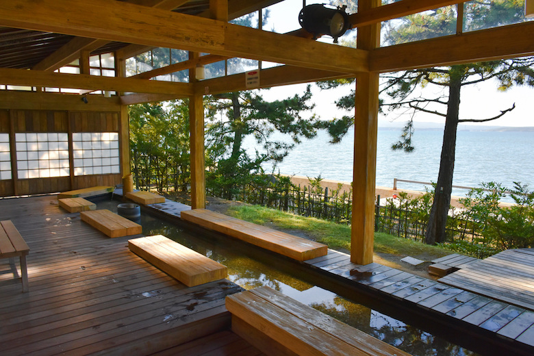 和倉温泉街 海を望む足湯
