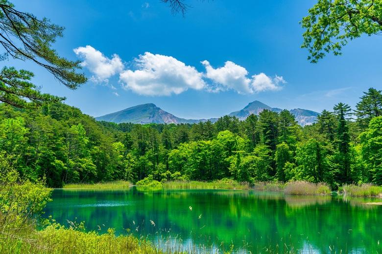 五色沼「るり沼と磐梯山」