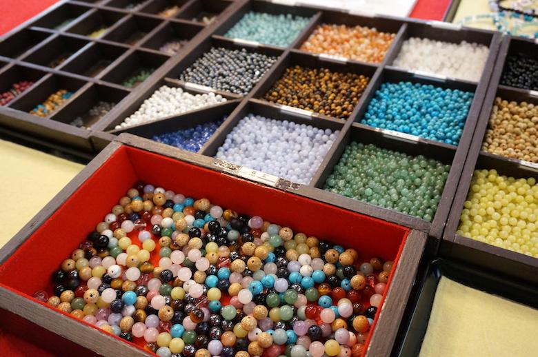 円通院で数珠作り