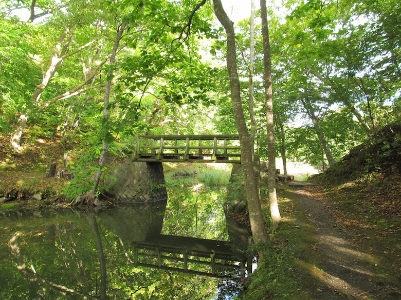 大沼公園の石楠花橋