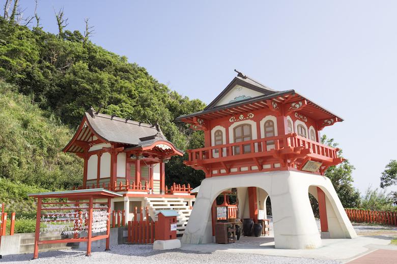 長崎鼻にある竜宮神社