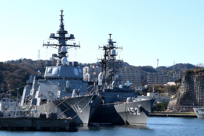 護衛艦てるづきと護衛艦やまぎり