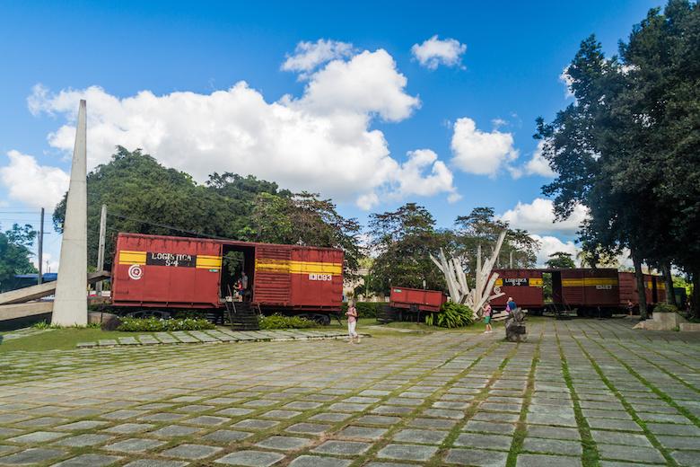 軍用列車襲撃記念碑