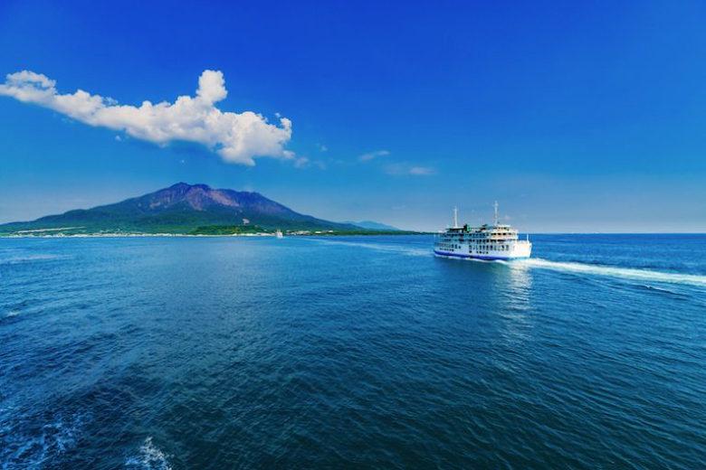 フェリーに乗って桜島へ。